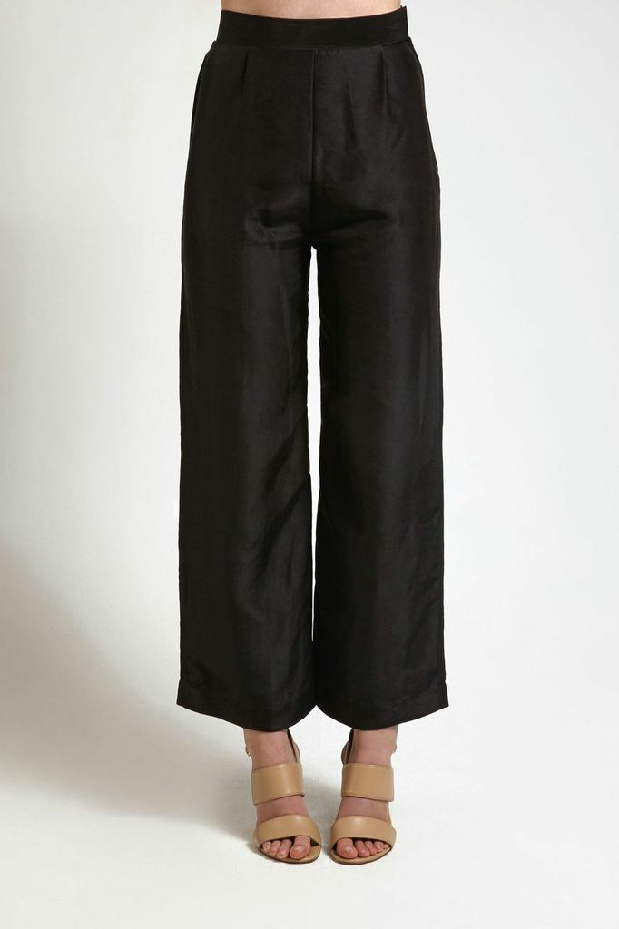 Black Wide Leg Silk Trousers from our new collection. Available to buy from alamairi.com #luxurytrousers #ethicalfashion #fashion #art #design #artlovers #inspiration #outfitinspiration #winterlooks #winter2014 #ootd #style #styleinspiration #fashionideas #outfitideas #design #fashionlovers #luxury #luxuryfashion