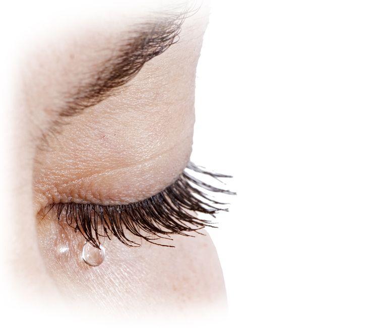 Göz Kuruluğunu Ciddiye Alın!Göz kuruluğu ya da diğer adıyla kuru göz sendromu, gözyaşı tabakası üretiminin eksik veya stabil olmamasının ya da gözyaşının çeşitli faktörlere bağlı olarak fazla buharlaşmasının gözde kuruluk belirtilerine yol açtığı bir durumdur.    Bu durum, en sık görülen göz bozukluklarından biridir ve sürekli artmaktadır. Kadınları erkeklerden daha sık etkilemektedir.
