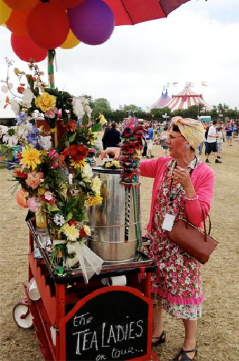 GLASTONBURY FESTIVAL - tealadies