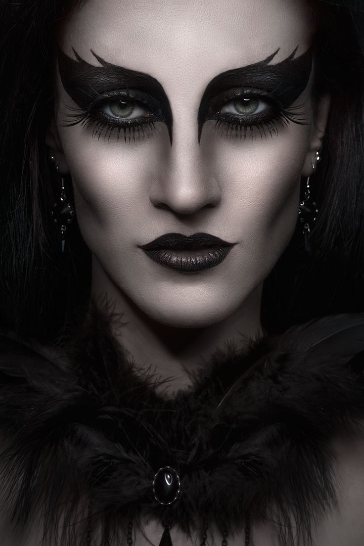 Photographer: Antonia Glaskova Jewelry/Accessories: Aeternum Nocturne Makeup/Model: N. Carmine Studio: Amelie Studio​