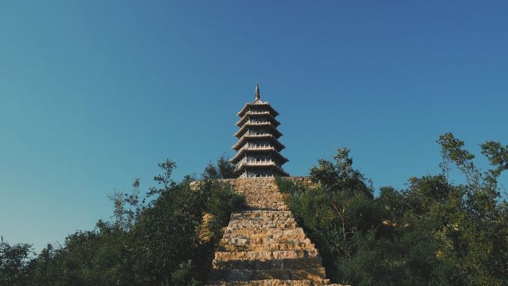 Interested in seeing two of the most influential sights in the history of #Buddhism? #travel #china https://sublimechina.com/discovering-buddhism-giant-small-wild-goose-pagodas/