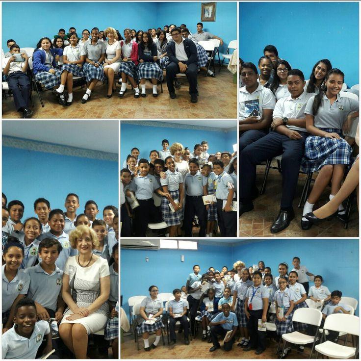 Cuatro conversatorio de Rose Marie Tapia con los estudiantes del colegio Santo Domingo Sabio niveles V, VI, VIII y X1