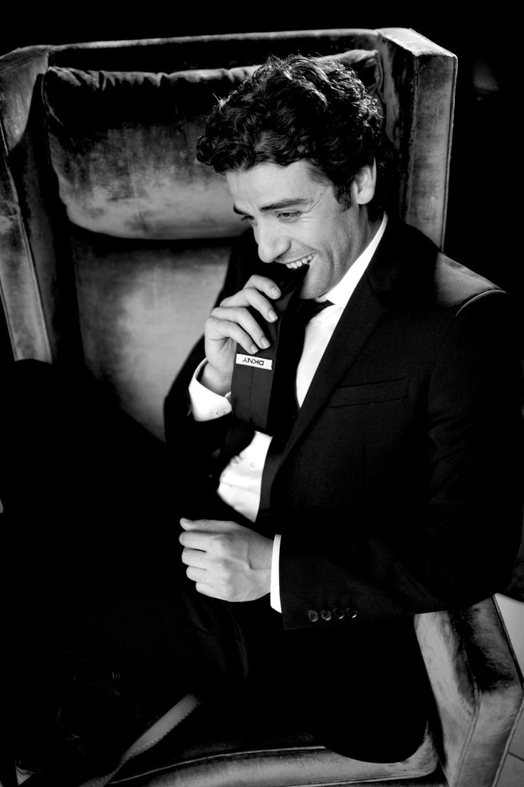 Oscar Isaac Goddamn.  I have no words for what this picture does to me.