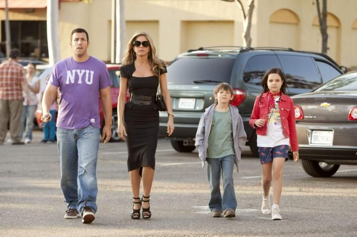 Cool family  #Jenniferaniston #Adamsandler #justgowithit