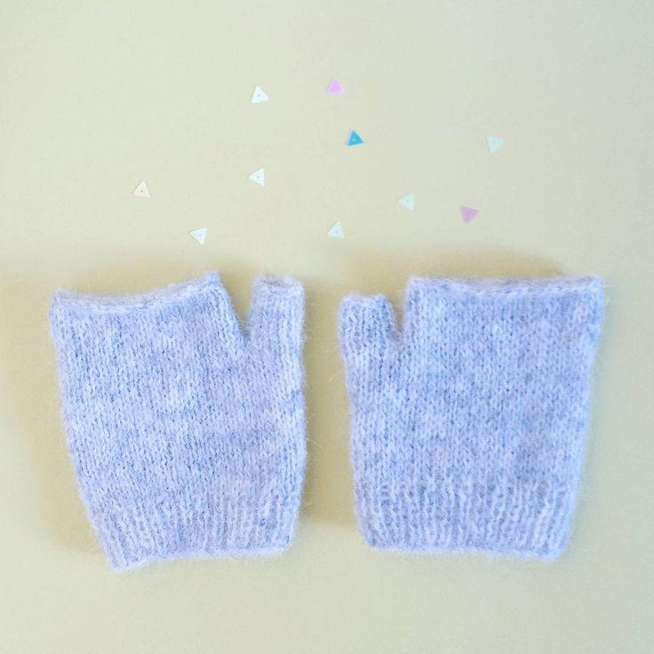 """«Mon #TricotDeMétro était une paire de mini mitaines  Elles sont tricotées dans la laine """"silk alpaca"""" extrêmement douce de @katiayarns Maintenant,…»"""