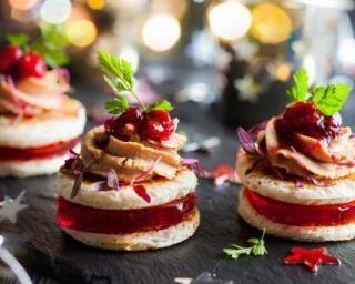 Canapés à la mousse de canard légère et gelée de cranberries : http://www.fourchette-et-bikini.fr/recettes/recettes-minceur/canapes-a-la-mousse-de-canard-legere-et-gelee-de-cranberries.html