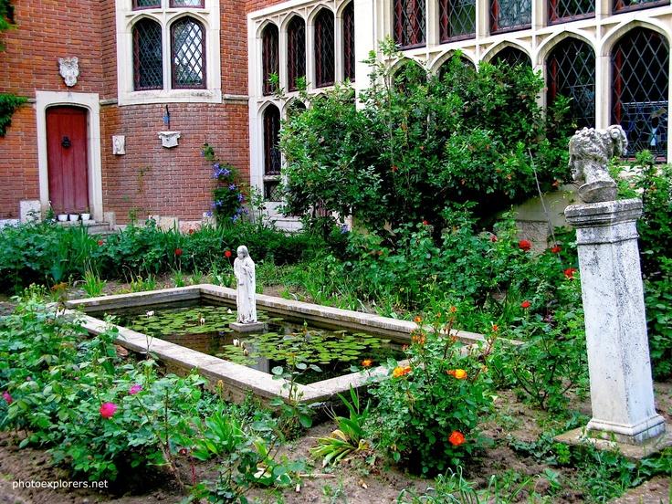 """The Old Western Art Museum """"Ing. Dumitru Furnica-Minovici"""" http://photoexplorers.net/2013/06/08/muzeul-de-arta-veche-apuseana-ing-dumitru-furnica-minovici/"""