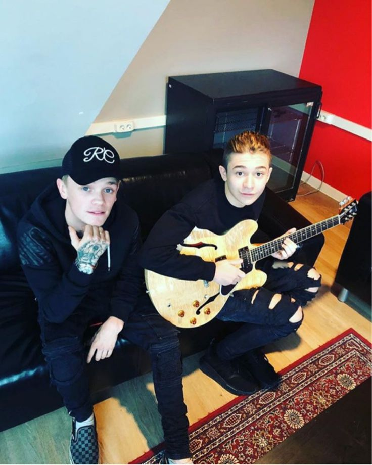 Leondre when we are together can you please teach me how to play the guitar because I have one but I can't play it. And if you ever have the chance I have always wanted to skate bred but I don't know how to so maybe you can teach me one day? Anyway I love you a lot❤️