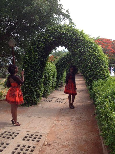 Día de boda en Maputo. Jardim dos Namorados, en la Avenida de Friedrich Engels