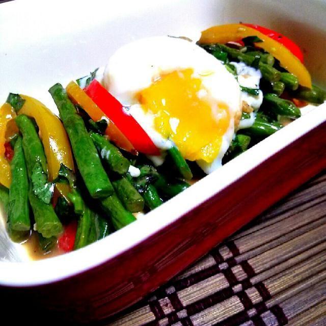 インゲン豆のサラダ♪ にんにくとアンチョビのソースで♥ - 82件のもぐもぐ - いんげんのサラダ♪温玉のせ by 0614yu