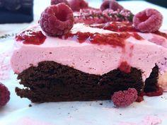 Brownie med bringebærmousse