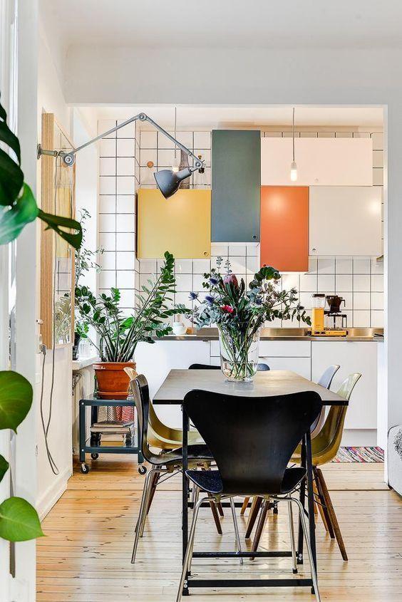 Kitchen colours - multicoloured kitchen cabinets