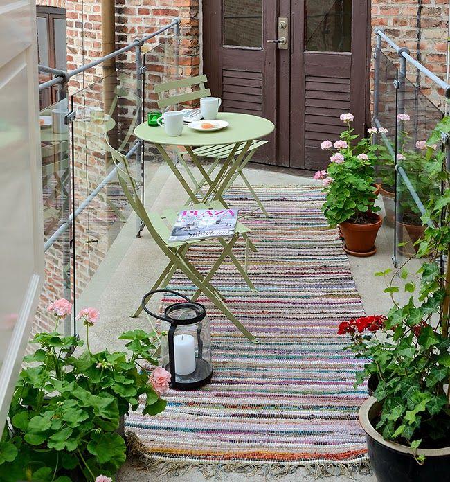 #Balcon avec table et chaises #Bistro #vert #Tilleul #Fermob www.fermob.com / #balcony #green #outdoor