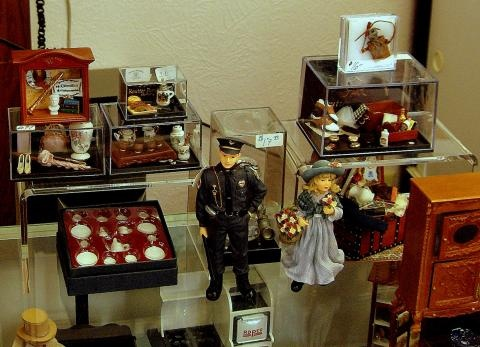 Has The Largest Selection Of Dollhouses, Miniatures And Dollhouse  Accessories Within 100 Miles Of Their Mishawaka Store!