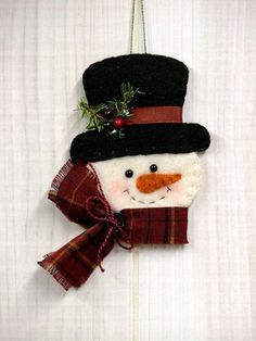 O Christmas Tree: Frosty Snowman Ornament - for sale on site but would be cute to make out of felt