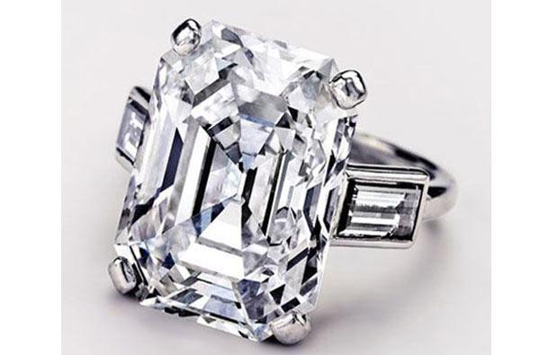 O anel de noivado de Grace Kelly feito de diamantes e platina