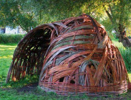 Im Aussenbereich - Weidenskulpturen - Angewandte Kunst - Berit Ida - Malerei | Weidenskulpturen | Bodypainting