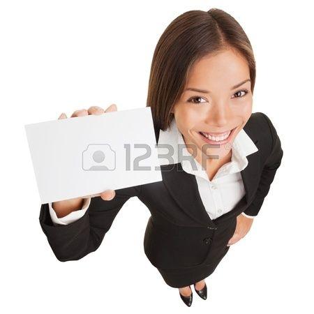 Femme d affaires montrant une carte vierge signe Femme d affaires tenant une carte vide avec copie e Banque d'images