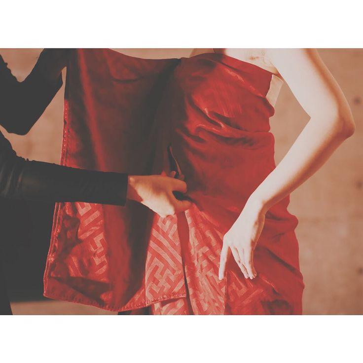 キモノ キラナイ  キラナイ キモノ  折り紙おって美しく  This is a Kimono dress but without any cutting. The way of thinking with sustainable cloth made this way.  #日本 #日本人 #世界観  #日本文化 #japanstyle  #japan  #歌手 #mythology #japanesemythology  #ekotumi #japaneseartist #singersongwriter #japanstyle  #japan #japanesegirl #エコツミ #japaneseart #kimono #着物  #着物ドレス  #kimonodress #costume #shooting #studio #photoshooting #撮影風景 #撮影 #スタジオ