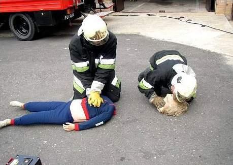 de hulpdiensten hebben getracht het slachtoffer te reanimeren..