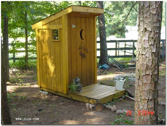 outhouse decorating ideas | Woodcraft Outhouse Plans, How to Build an Out House