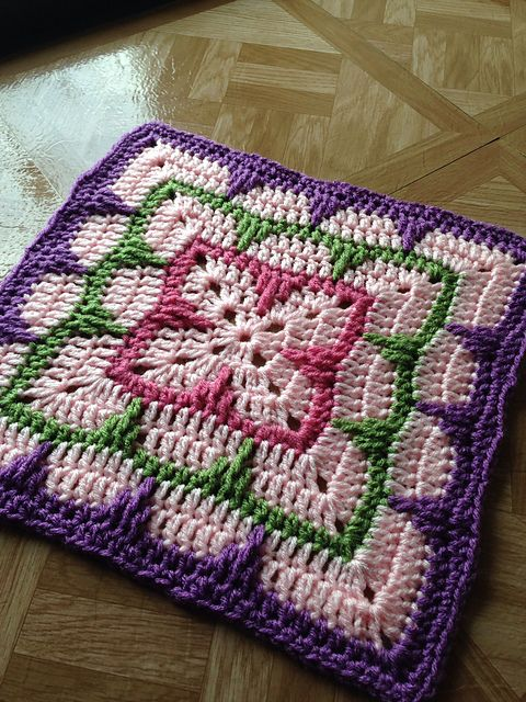 "Larksfoot Inspired 12"" Granny Square: free #crochet pattern ༺✿ƬⱤღ  https://www.pinterest.com/teretegui/✿༻"
