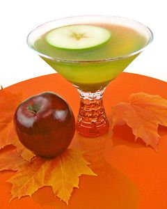 Caramel Apple Martini: Apple Martinis, Apples Martinis, Halloween Cocktails, Desserts Cocktails, Caramel Vodka, Drinks Recipes, Martinis Recipes, Cocktails Recipes, Caramel Apples
