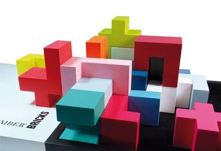 """Bricks  Ein Spiel, ein Objekt, ein Puzzle, eine Skulptur, ein Kunstwerk, eine Architektur, ein Baukasten, eine Kreation, ein Modell, eine Freude, ein Spaß, einfach genial. Für Jung und Alt und Groß und Klein. Achtzehn handgefertigte farbige Bausteine aus massivem Buchenholz.   Maße: 20 x 20 cm, Geeignet ab 4 Jahren     """"Bricks"""" hat 2010 den """"reddot award"""" und den """"IF-Award"""" jeweils für hohe Designqualität gewonnen."""