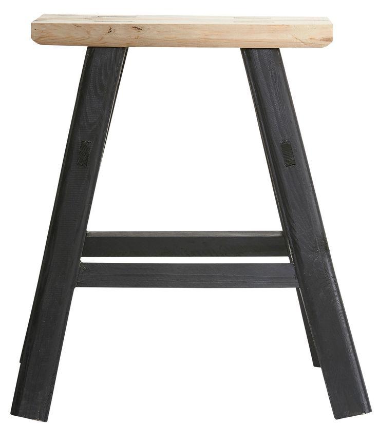 Simple svart träpall från House doctor hos ConfidentLiving.se