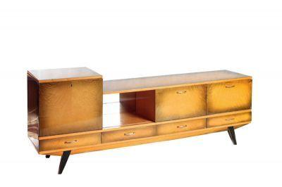 Szafka, drewno, szkło, 74 x 190 x 40,5 cm Polska, lata 1970-te Unikatowy mebel wykonany w jednej z prywatnych wytwórni w Kalwarii Zebrzydowskiej