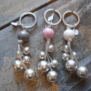 porte-clé avec ficelle et perles