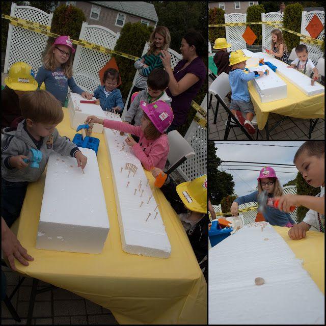 Spielidee für Kinder - verwendet werden Golf Tees und Kinder-Hämmer mit Styropor-Blocks