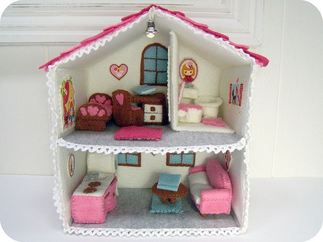 felt doll house...i love cute ideas like this. Looks like something I would have made when I was little.