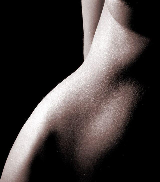 nude051.jpg (640×729)