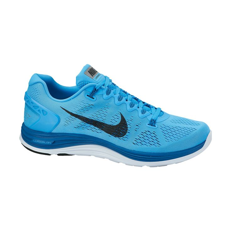 Σε μπλε χρώμα το Lunarglide +5 της Nike αποτελεί το ιδανικό ανδρικό παπούτσι, τεχνολογίας Flywire,  για τρέξιμο. Έχει διπλό εξωτερικό πλέγμα, που αγκαλιάζει το πέλμα και εξασφαλίζει την καλύτερη κυκλοφορία του αέρα, επιτρέποντας στο πόδι να αναπνέει.