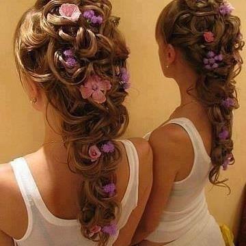 paarse bloemetjes in bruidskapsel