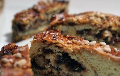 Pinza della Befana veneta - La pinza della Befana veneta è la ricetta di un classico dolce dell'Epifania e delle festività natalizie. Si tratta di un dessert da servire a temperatura ambiente e arricchito con uvetta passa, pinoli, fichi secchi e semi di finocchio.