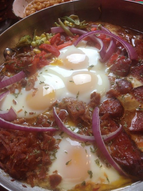 Huevos Flamencos,spicy eggs w chorizos #Christmas brunch