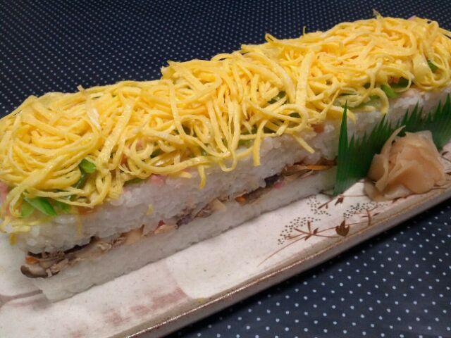 寿司の日なので、長崎県の『大村寿司』を作ってみました。欲張ってご飯盛り盛り(*`´*) - 43件のもぐもぐ - なんちゃって大村寿司 by manimaaru