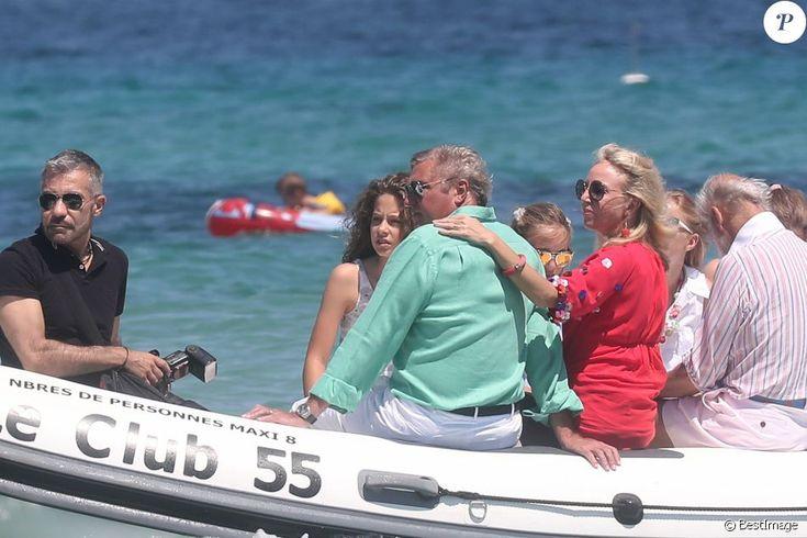 Semi-exclusif - Le prince Charles de Bourbon des Deux-Siciles, sa femme la princesse Camilla de Bourbon des Deux-Siciles, leurs filles Maria Carolina et Maria Chiara et le prince Michael de Kent arrivent au club 55 à Saint-Tropez le 2 juillet 2016.