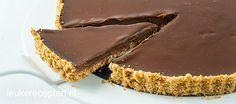 Met maar 4 ingrediënten maak je deze heerlijke no bake chocolade ganache taart met een zachte chocolade vulling