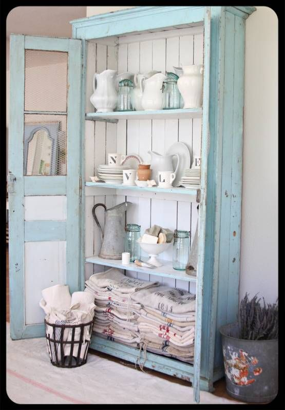 I don't know why i'm so in love with vintage looking blue furniture that would go perfectly in beach houses