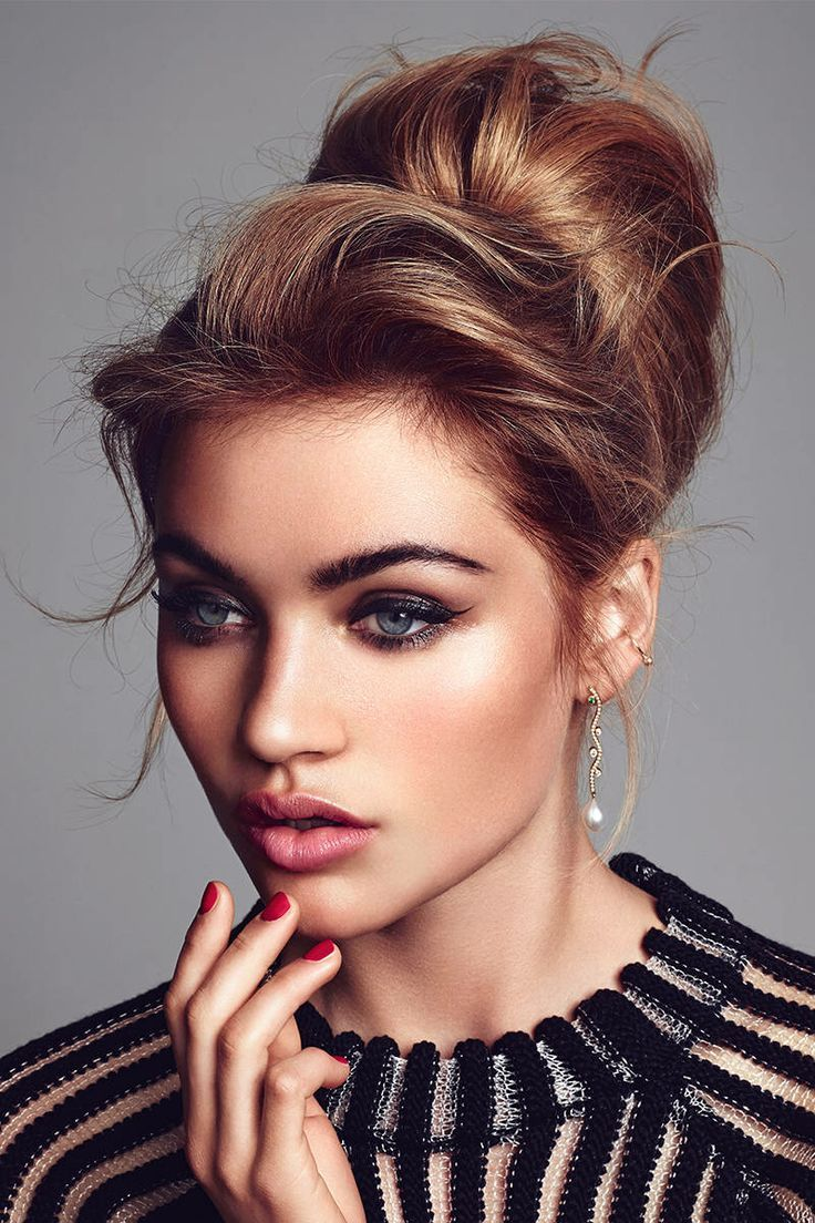 cat eye / bold brows / rose lips / smokey undereye / teased updo / behive / via classed out fashion