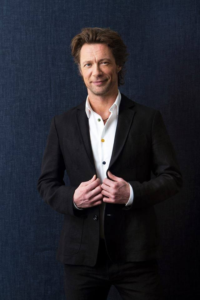 Charismatic actor Antti Reini in #FRENN #linen #blazer and #shirt Photo: Riitta Sourander