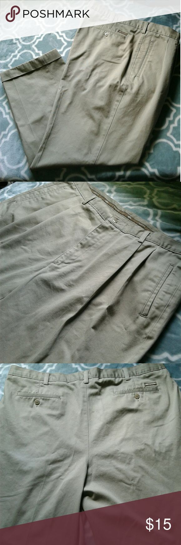 Men's Savane pant Men's very gently pre loved great condition, Savane pleated pant size 42w×29l. small black mark on leg will probably come out in the wash. 2 waist pockets, 2 back button pockets. Thanks for looking!!! Savane Pants Chinos & Khakis