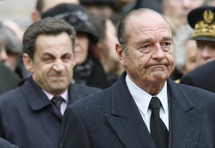 France's President Jacques Chirac and Interior Minister and UMP political party presidential candidate Nicolas Sarkozy attend a ceremony to honour Lucie Aubrac, one of France's greatest wartime resistance heroes, in the courtyard of the Invalides in Paris March 21, 2007. REUTERS/Charles Platiau