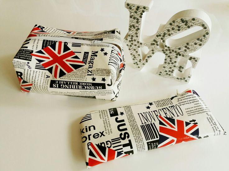 Conjunto para rapaz de bolsa para produtos higiene e bolsinha para pasta e escova dentes,  ambas plastificadas por dentro.