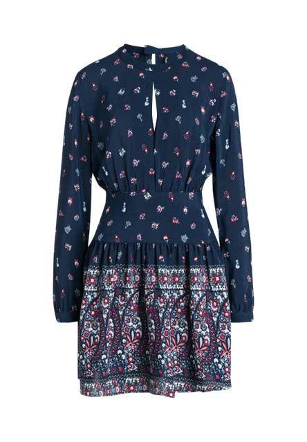 Dezenter Hippie-Chic umgibt die Trägerin dieses Kleides dank der leichtfallenden Gewebequalität, dem zarten Blusenmuster sowie der schwingenden, unbeschwerten Schnittform.
