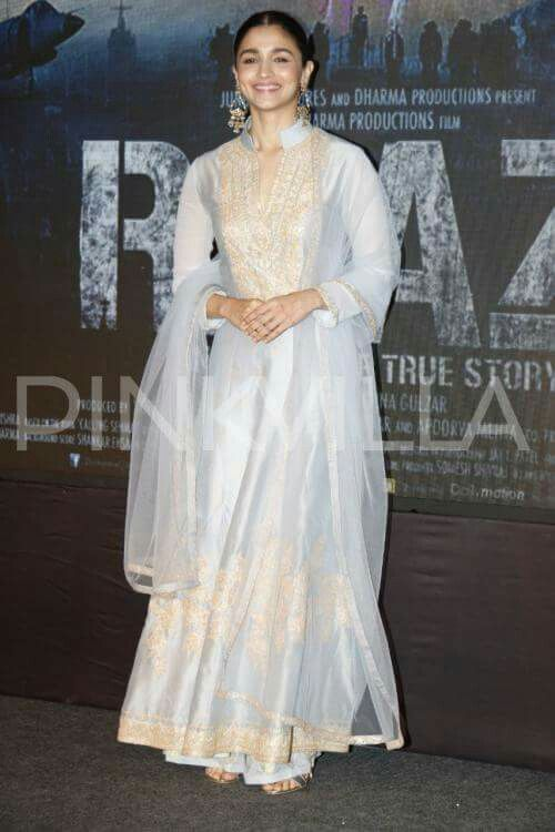 Alia Bhatt In Traditional Outfit Alia Bhatt Traditional Outfits Alia Hello friends, our today's video is based on alia bhatt's beautiful traditional dresses of all time collection. pinterest