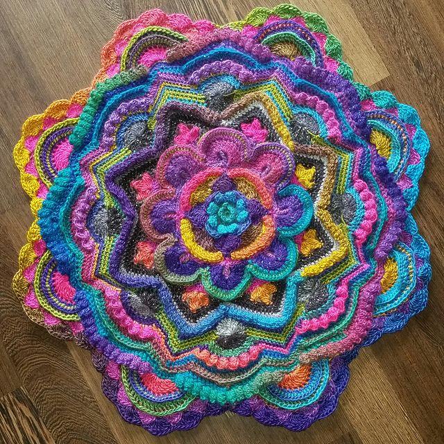 102 best images about Mandalas on Pinterest Free pattern ...